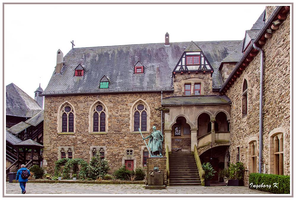 Schloss Burg - Burginnenhof - Aufgang zum Museum