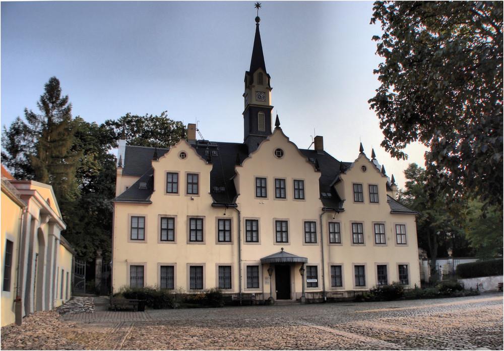Schloss Burgk---------im Innenhof--------HDR