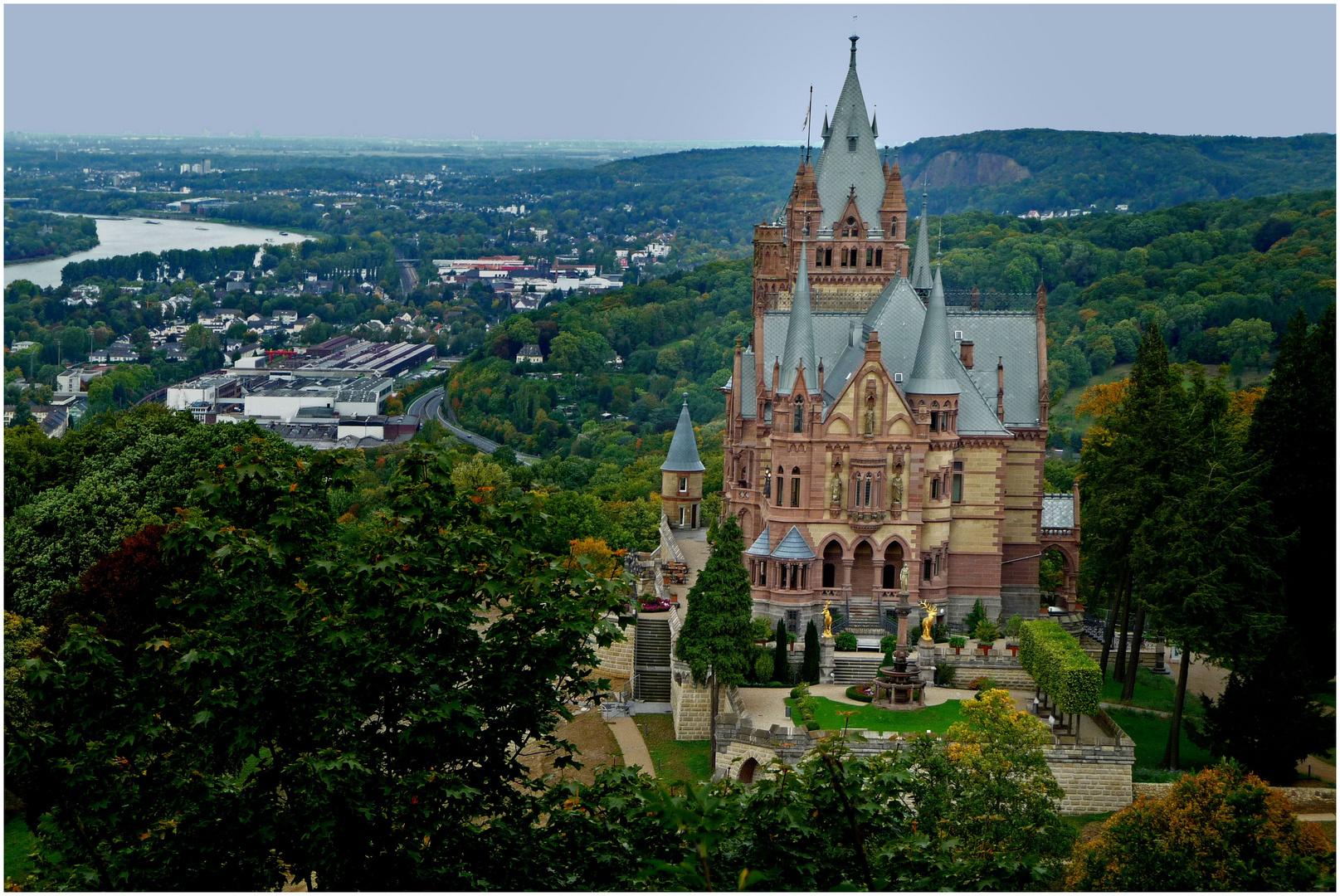 Schloss Drachenburg über Königswinter / Rhein (1)