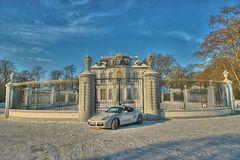 Schloss Falkenlust an Porsche Cayman S