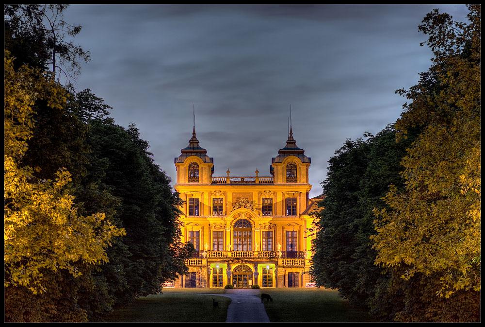 Schloss Favorite mit Rehen