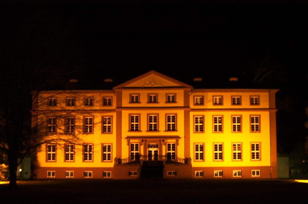 Schloß Hallenburg bei Nacht