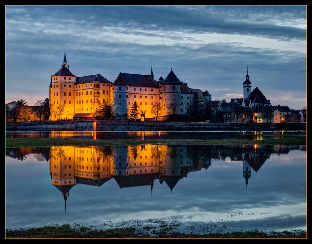Schloss Hartenfels im Spiegel