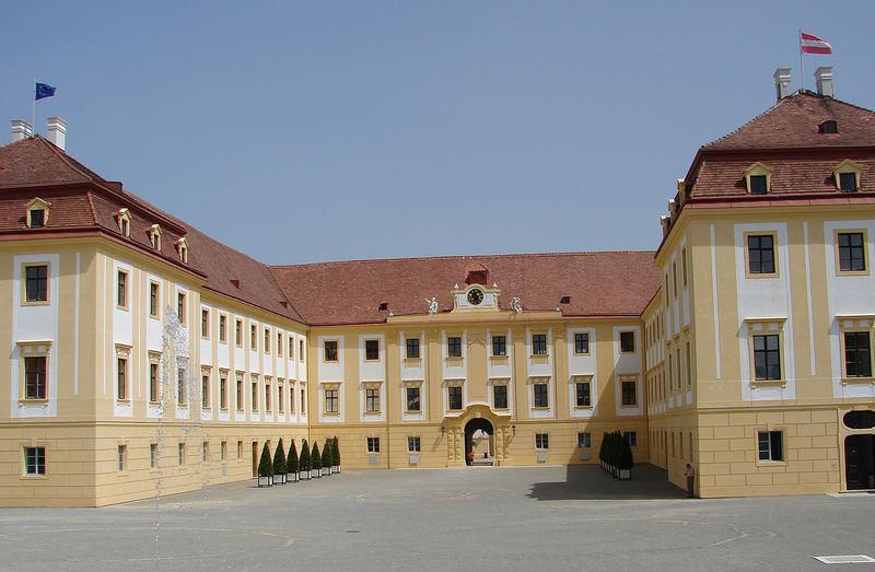Schloß Hof - Sommerresidenz von Prinz Eugen - das gebäude wirkt nicht so