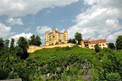Schloss Hohen- schwangau,  landschaftlich eingebettet