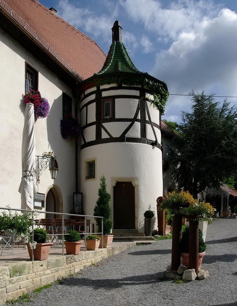 Schloss Hohenentringen. Der Treppenturm.    F 11 drücken!