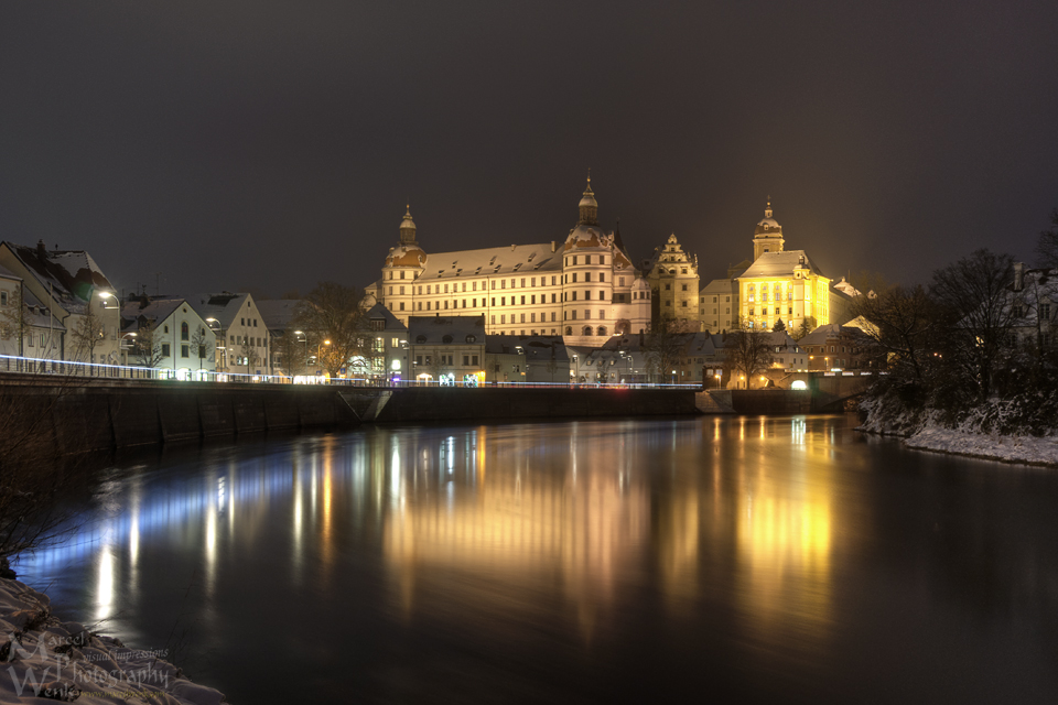 Schloss in Neuburg / Donau in kalter Winternacht