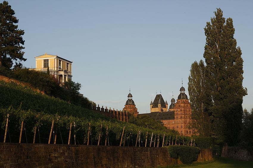 Schloss Johanisburg und Pompejanum