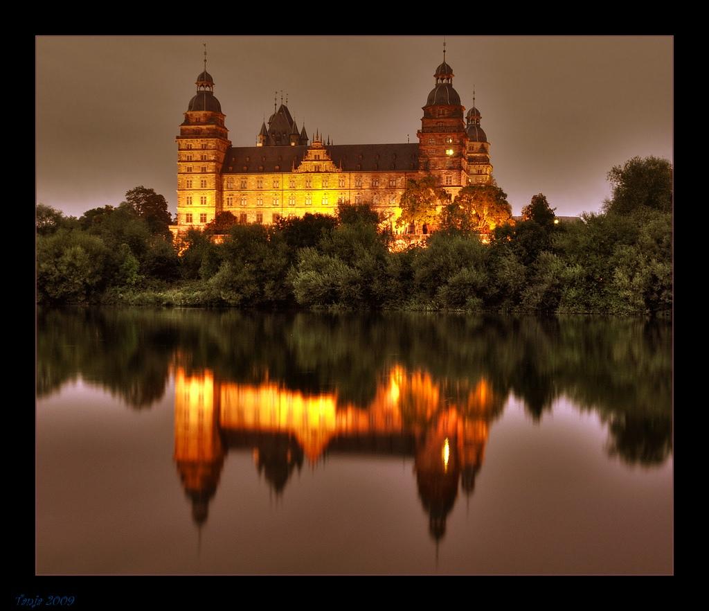 Schloss Johannisburg bei Nacht