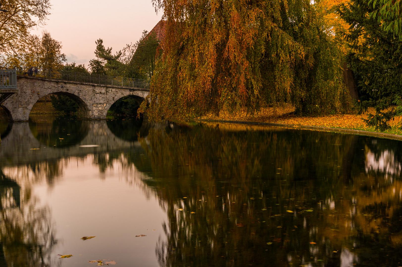 Schloss Landshuet im Herbst