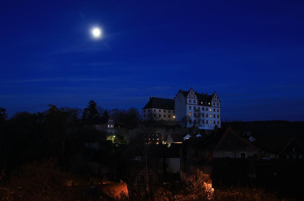Schloss Lichtenberg zur Helloweennacht mit Vollmond