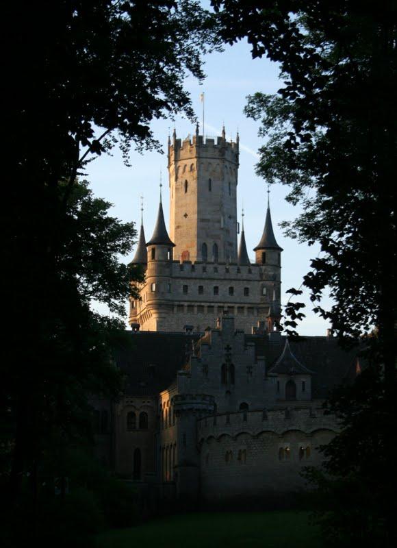 Schloss Marienburg im ersten Morgenlicht