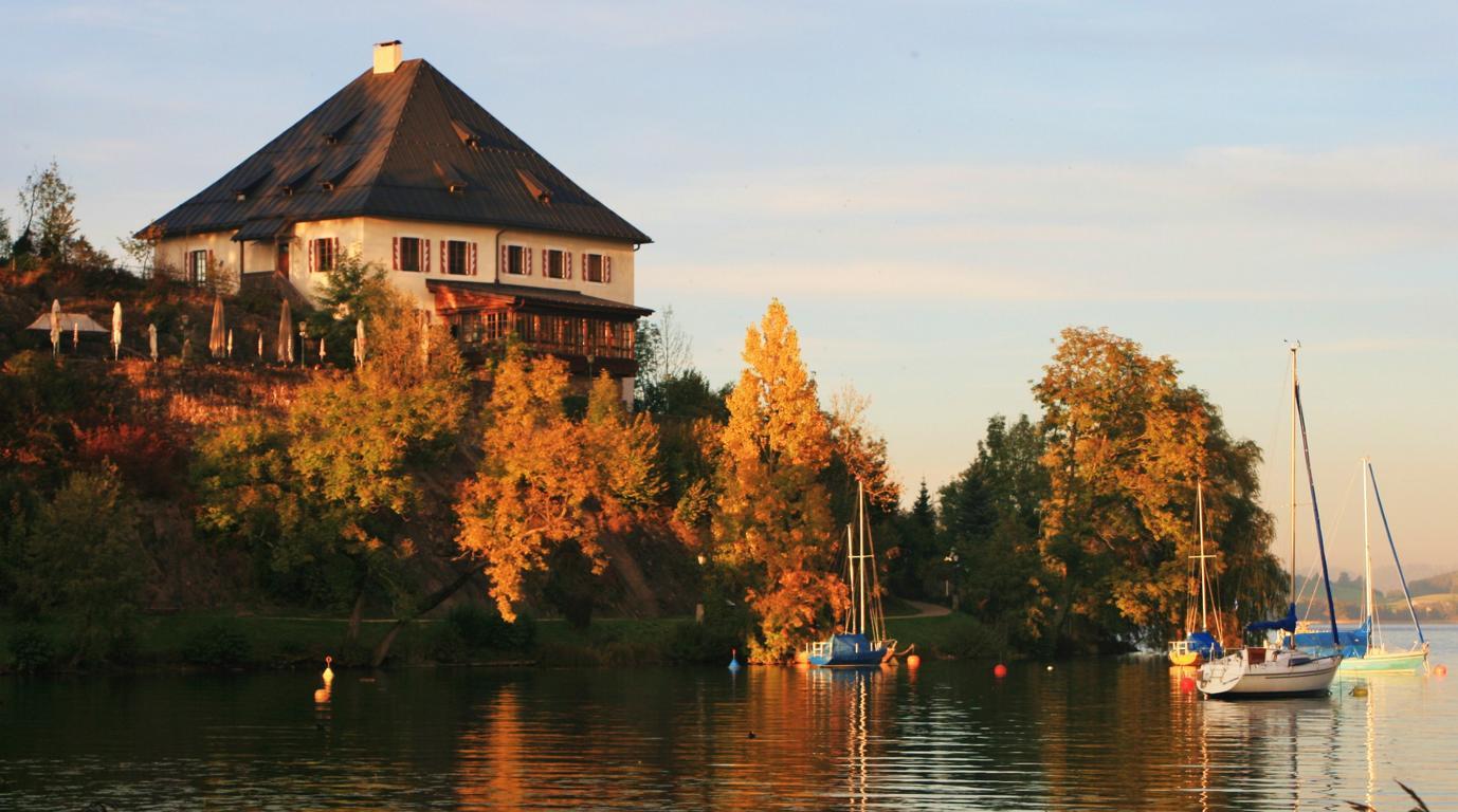 Schloss Mattsee im letzten Licht