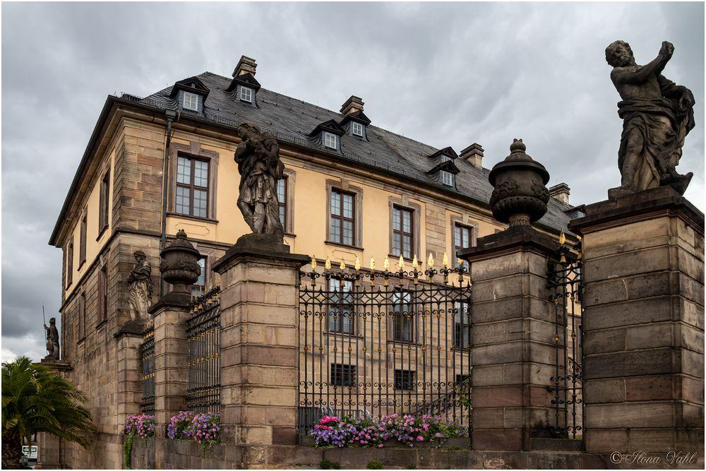 Schloss mit Figuren