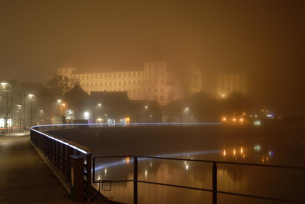 Schloss Neuburg im Nebel