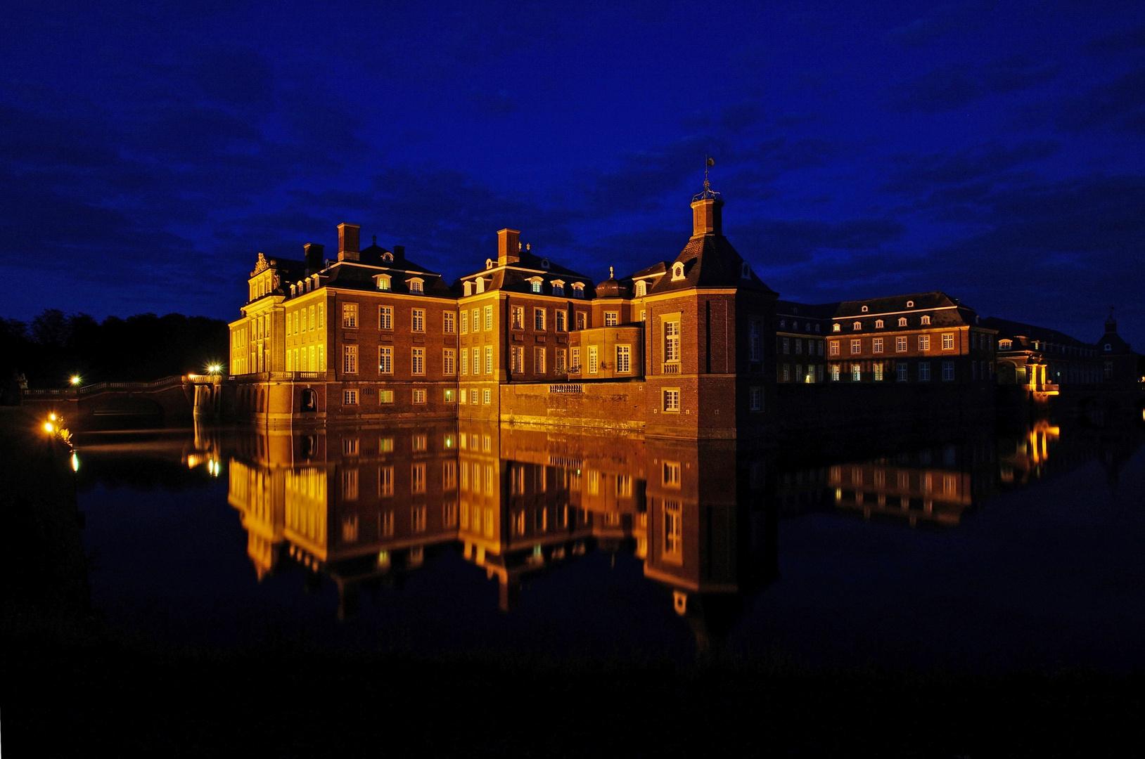 Schloss Nordkirchen zur (späten) blauen Stunde.