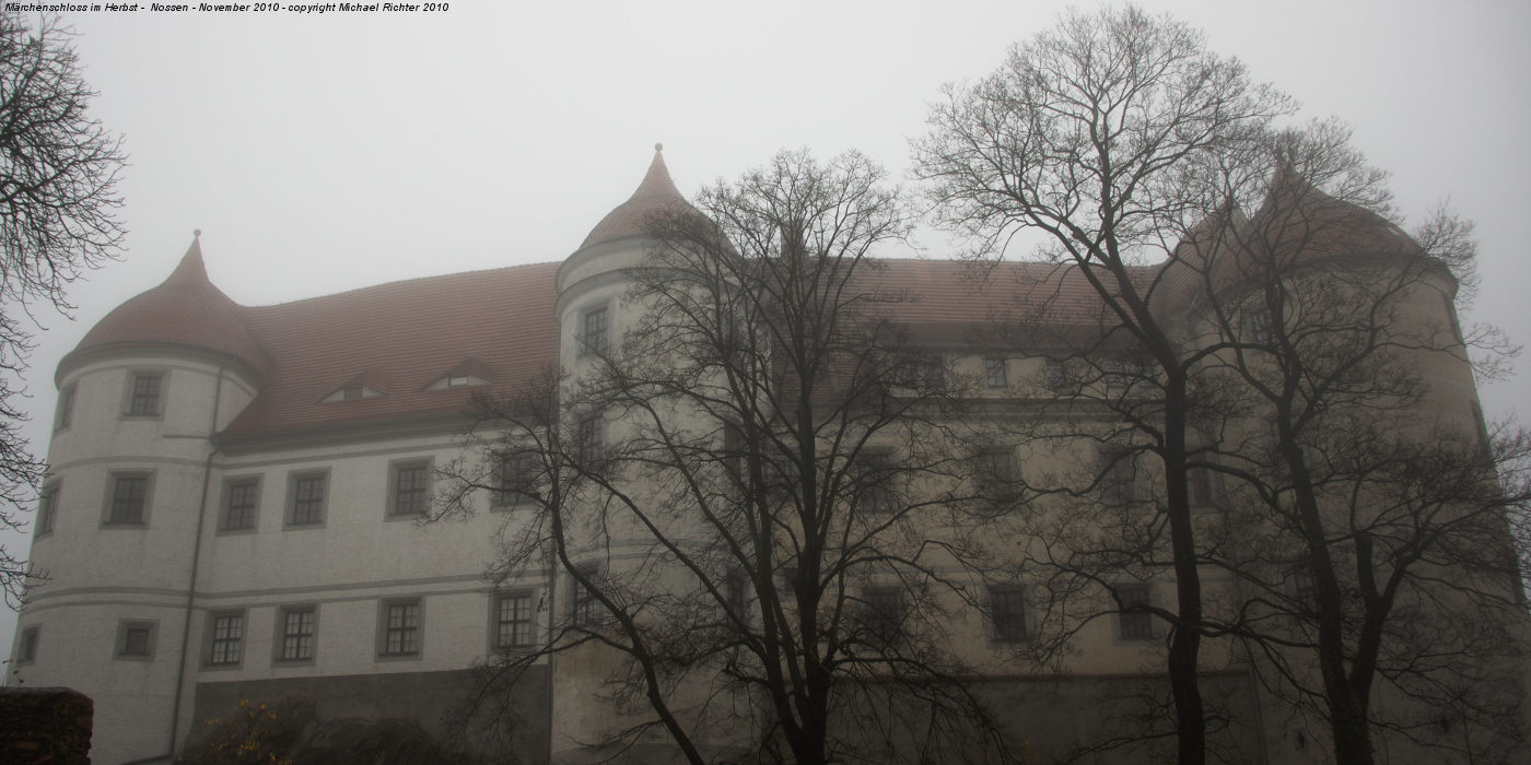 Schloss Nossen im herbstlichen Nebel