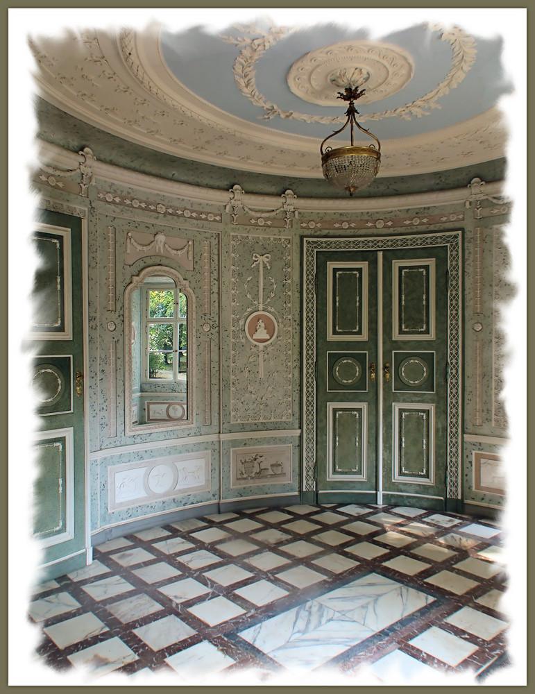 Schloss Pillnitz---------Englischer Pavillon--------(durch die Fensterscheiben aufgenommen)