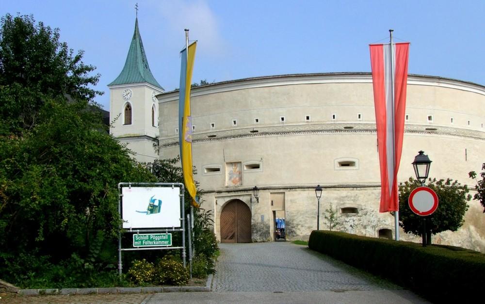 """. . """"Schloss Pöggstall"""". ."""