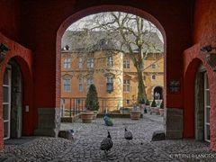 Schloß Rheydt - Der Durchgang zum Haupthaus