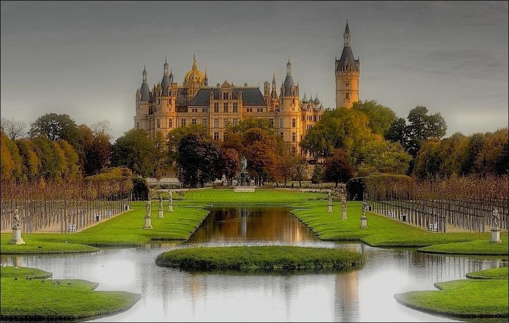 ~~Schloss Schwerin~~