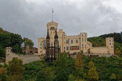 Schloss Stolzenfels hoch über dem Rhein zwischen Koblenz und Boppard