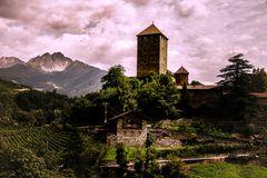 Schloß Tirol 01