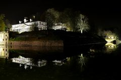 Schloss und Festung bei Nacht