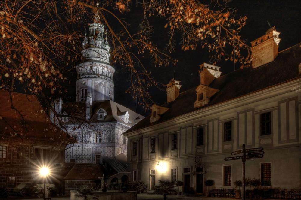 Schloßhof bei Nacht