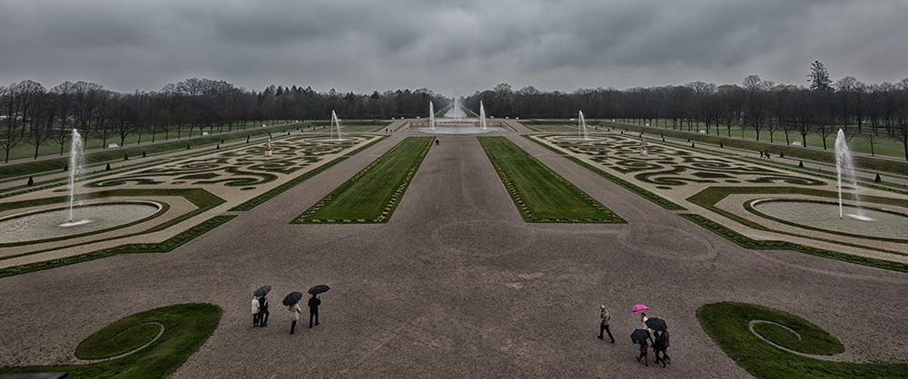 Schlosspark im Regen
