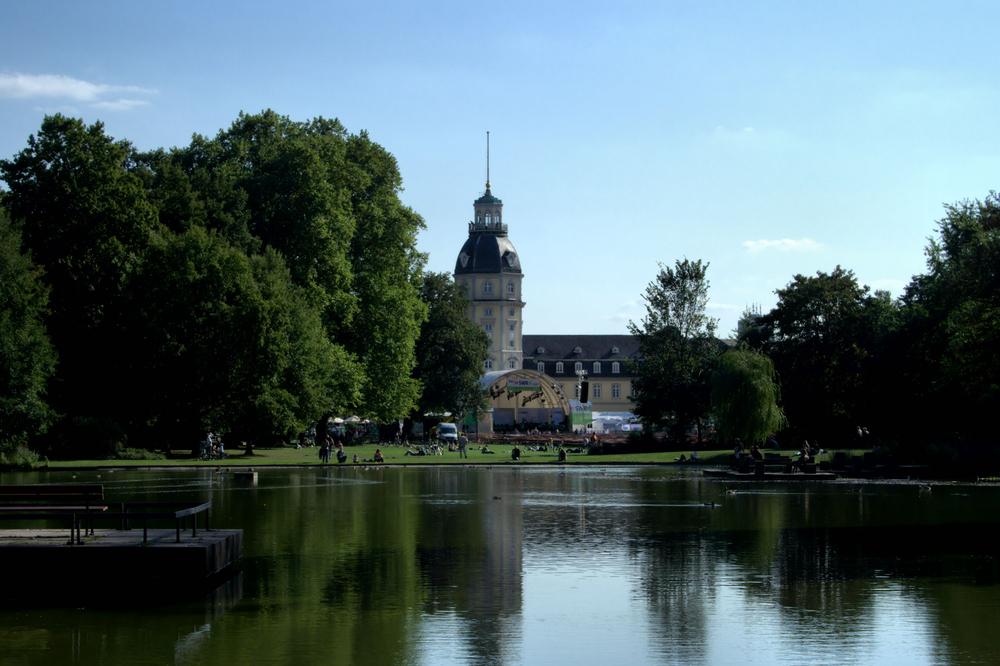 Schloßpark - Teich mit SWR 4 Bühne dahinter