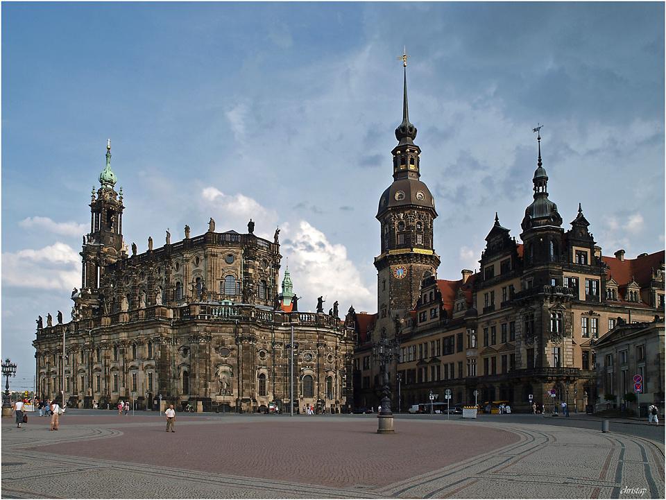 Schlossplatz ...