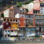 Schmale Häuser in der Ribeira