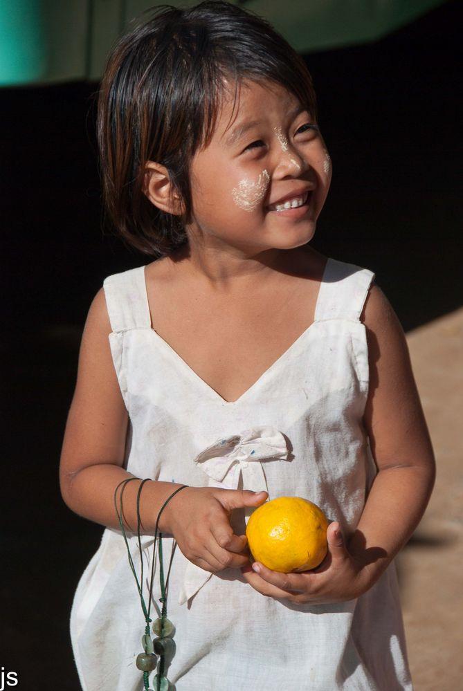 Schmuckverkäuferin in Myanmar