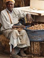 Schneckenverkäufer auf der Place aux Epices