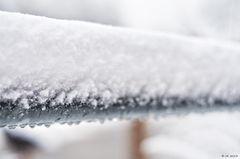 Schnee am Geländer ...
