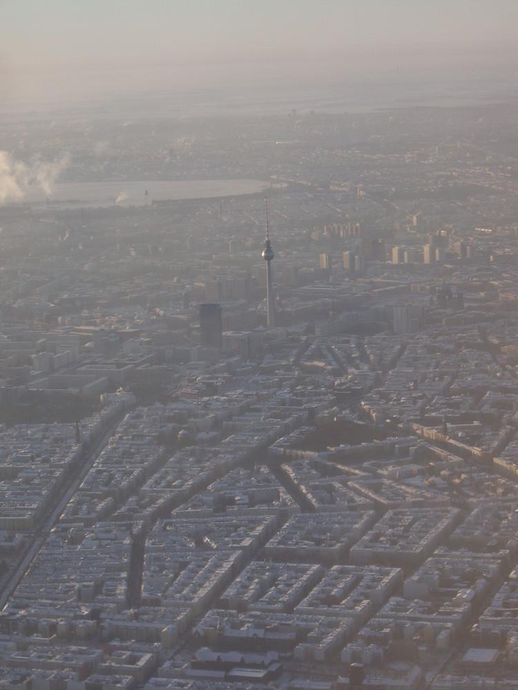 Schnee auf den Dächern Berlins...