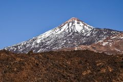 Schnee und Lava