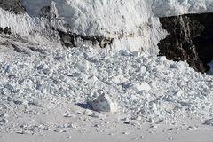 Schneeabsturtz, der noch recht frisch aussieht