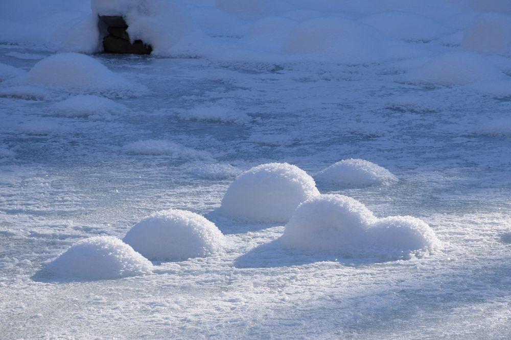 schneebälle foto  bild  jahreszeiten winter gefroren