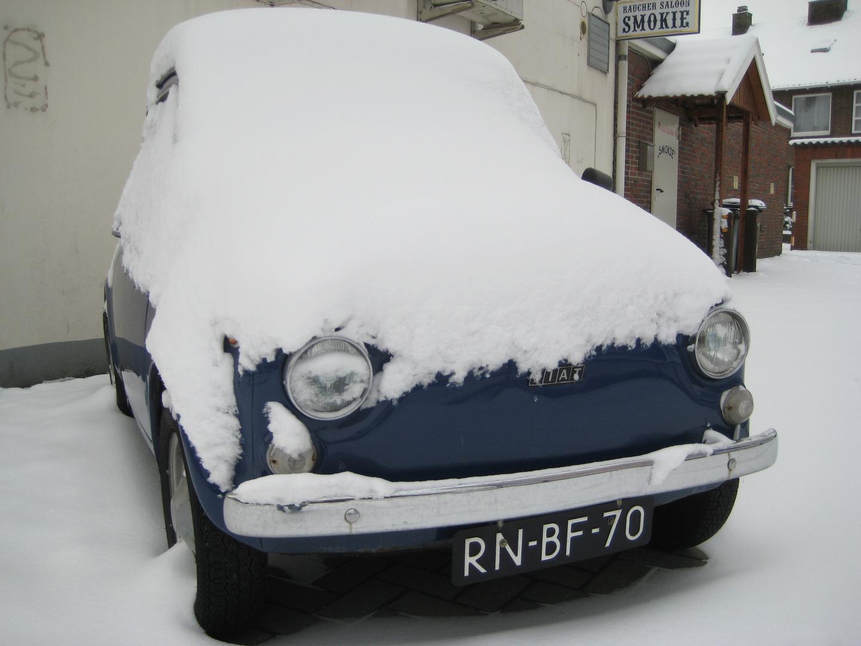 Schneebedeckt und doch erkennbar - der Fiat!