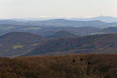 schneebedeckte Gipfel im Riesengebirge in 120km Entfernung von der Nollendorfer Höhe am 12.04. 15