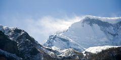 Schneefahnen am Annapurna Massiv