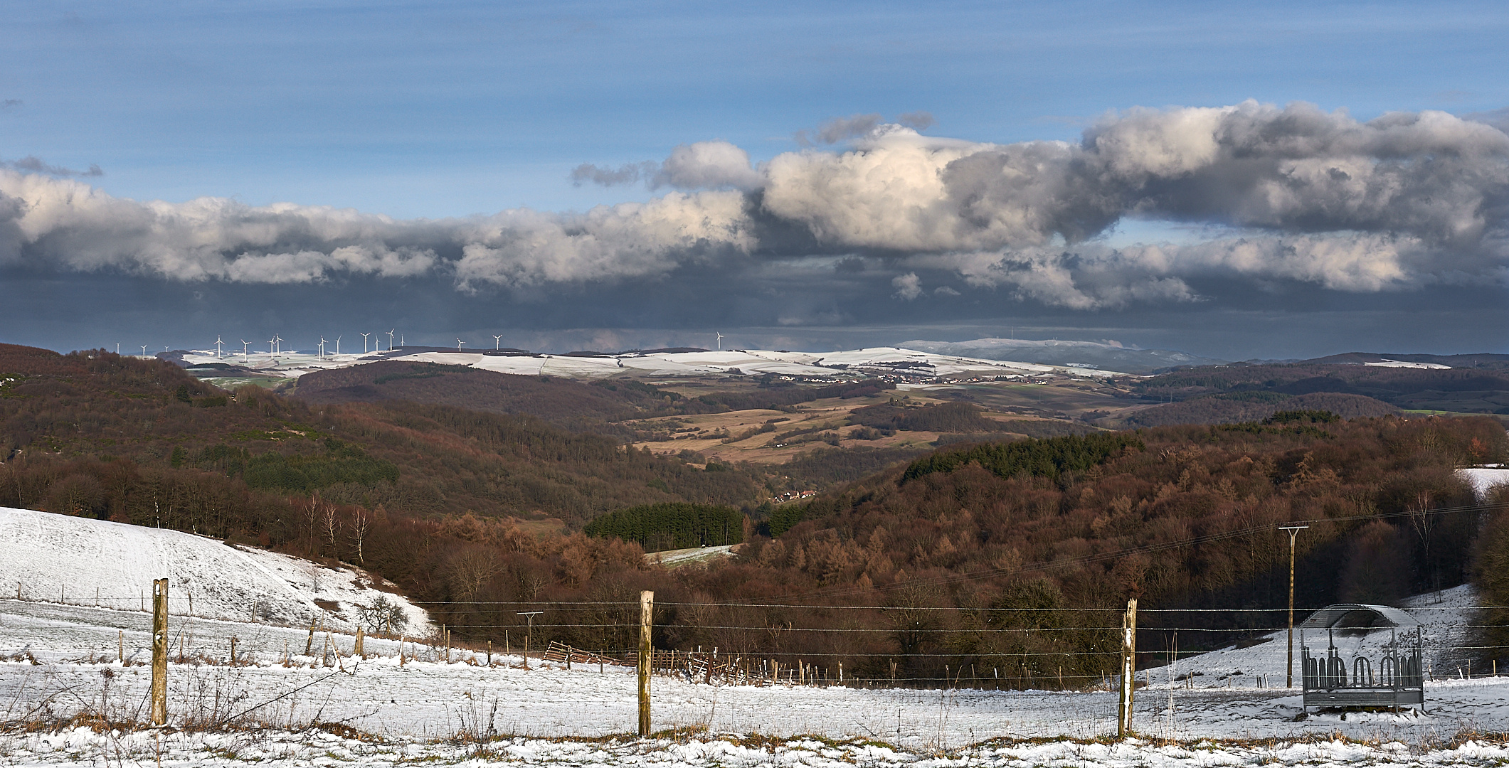 Schneefreie Zone, gestern um 15 Uhr 30 zeigte sich mal kurz die Sonne. Blick von Eulenbis 422 m...