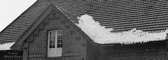 Schneereste auf dem Dach - wie lange liegt der Schnee wohl noch