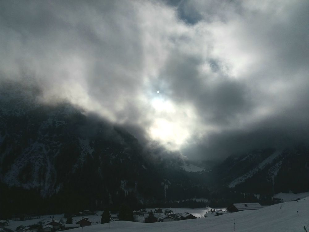 Schneewolken mit Sonne J5-39