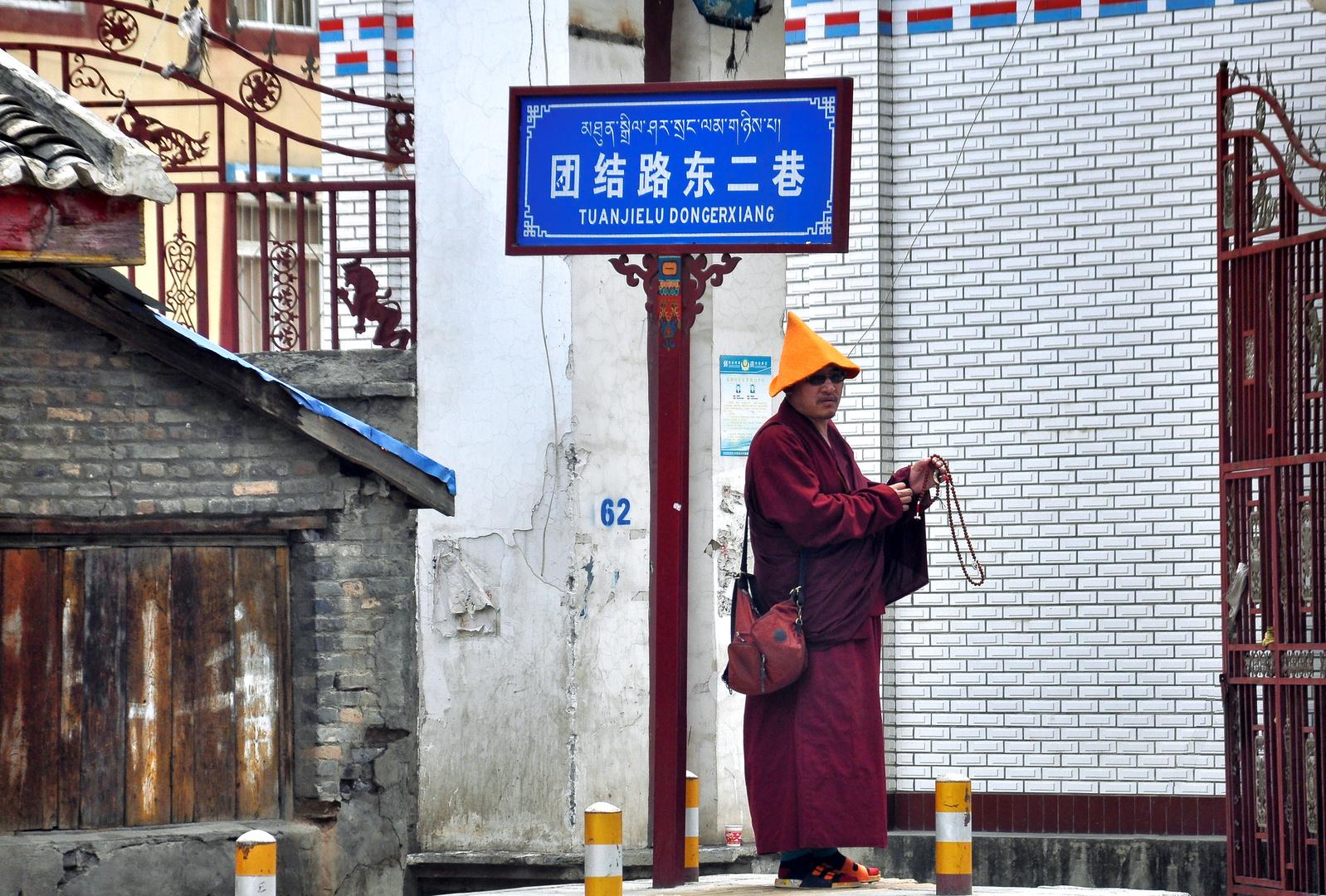 Schnell noch die Gebetskette einpacken... China Osttibet Westsichuan
