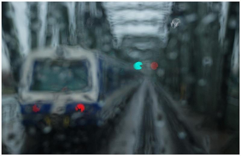 Schnellbahn im Regen
