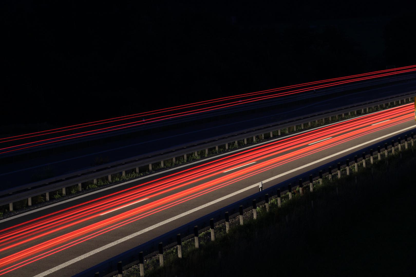 Schnellstraße bei Nacht ...