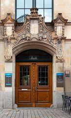 Schoene alte Eingangstuer